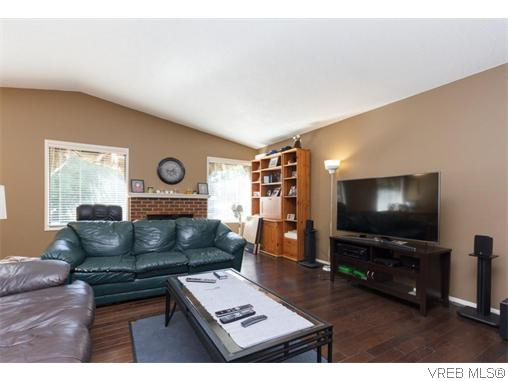 1912 Mt. Newton Cross Rd - CS Saanichton Single Family Detached for sale, 3 Bedrooms (370088) #3