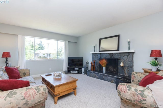 7964 Galbraith Cres - CS Saanichton Single Family Detached for sale, 4 Bedrooms (380473) #2